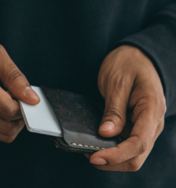 light-phone-in-wallet